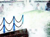 台风中的青岛栈桥
